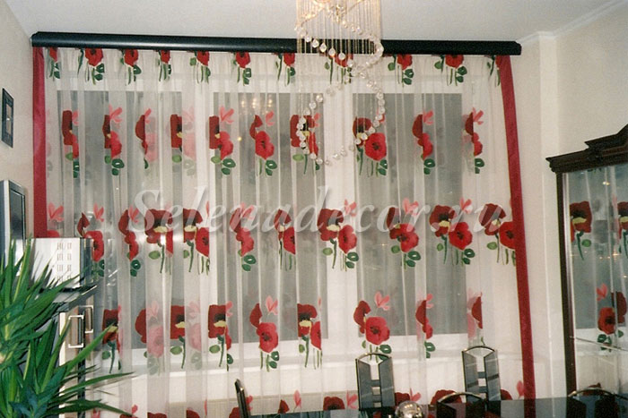 шторы красные на кухню фото